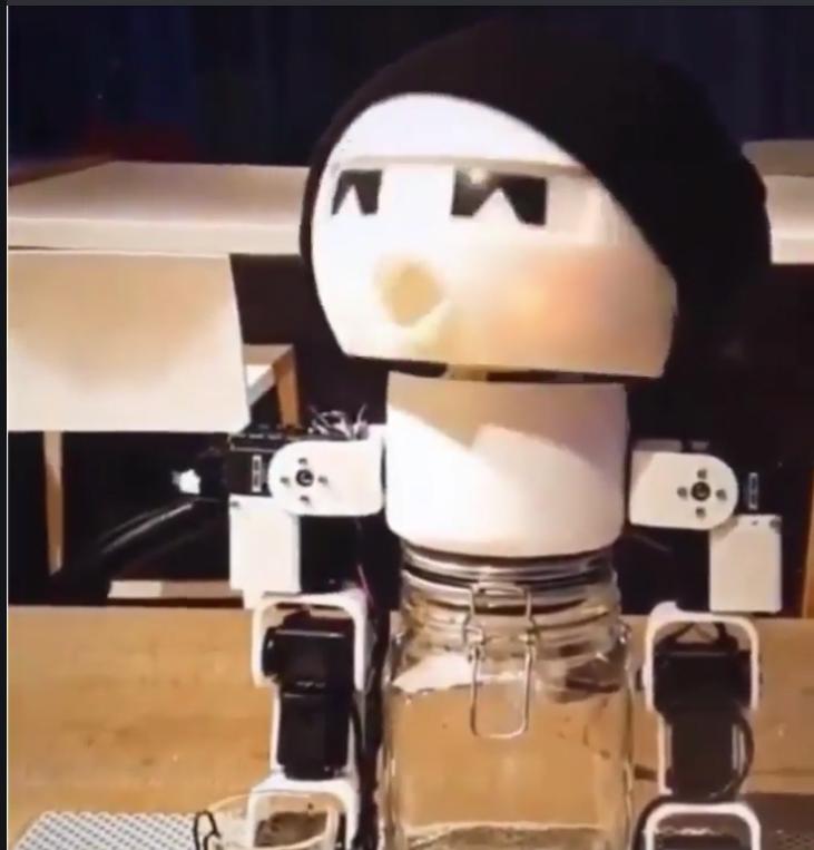 頬っぺたが赤くなるのがいいね! 独酌解消ロボットが可愛いとネットで話題に