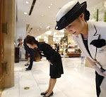 日本人はなぜ礼儀正しいのか? 外国人の間で激論