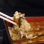 【海外の反応】衝撃的に美味しいって本当?  伝説的なうな重の美味しさに興味津々の外国人
