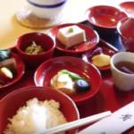 おいしそう!私も食べてみたい! 日本の精進料理に興味津々の外国人